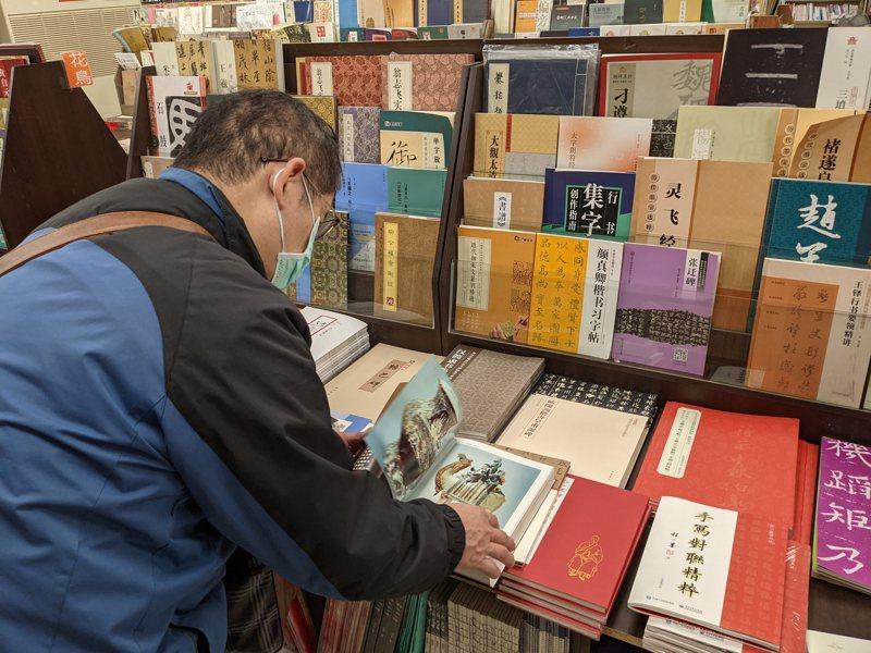 文化部去年底爆出審查陸書爭議,引發出版業者抨擊,部長李永得稱將啟動大陸出版品許可辦法修法。圖/聯合報系資料照片