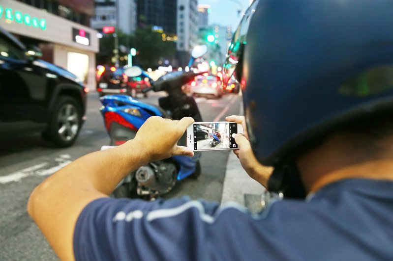隨著智慧型手機普及,檢舉達人數量激增。圖/聯合報系資料照片