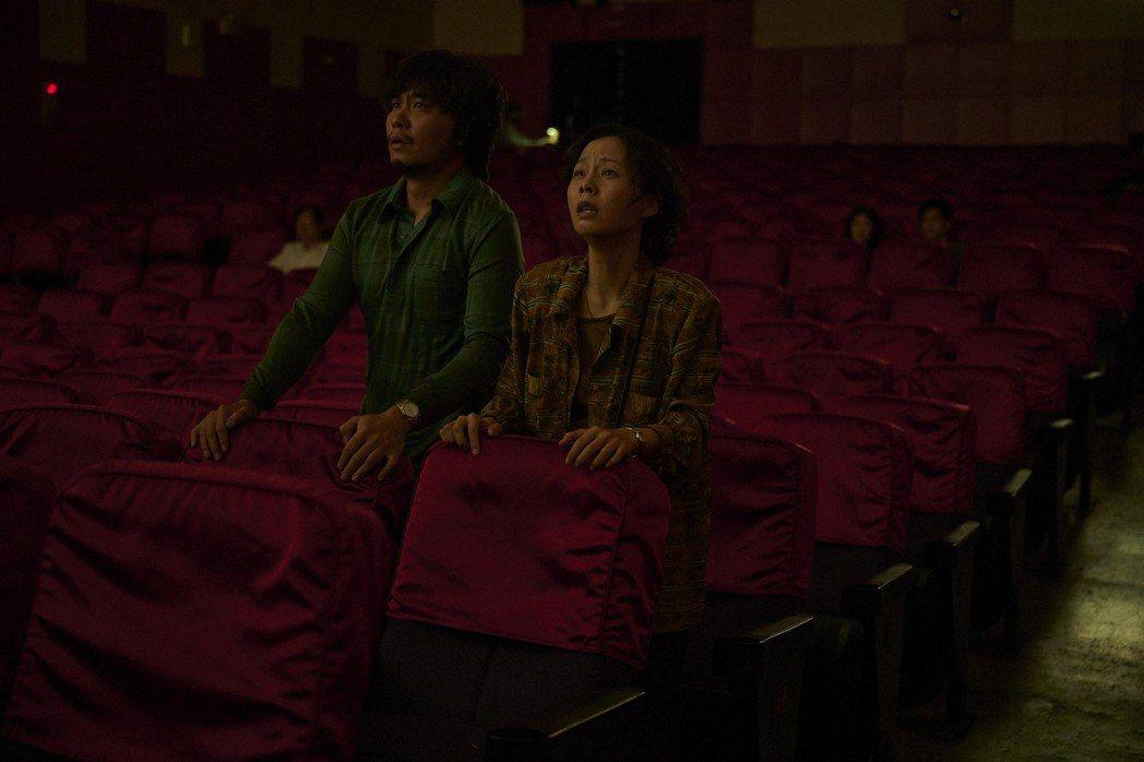 楊大正(左)、孫淑媚在戲中為2個失蹤兒肝腸寸斷。圖/公視、myVideo提供