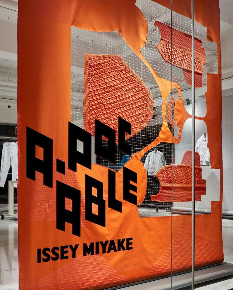 A-POC ABLE ISSEY MIYAKE全球首店在東京南青山開幕,落地櫥窗...