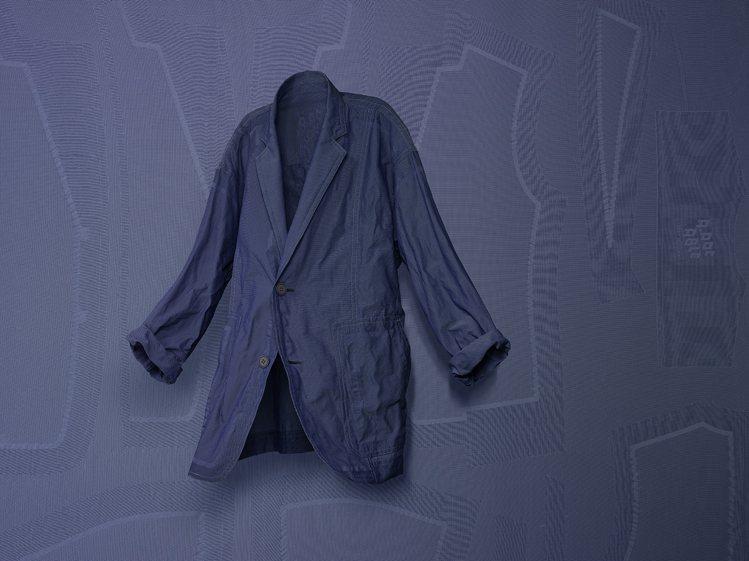 即將於4月上市的TYPE-U,使用材料可讓穿著者自由地塑造服裝形狀。圖/ISSE...