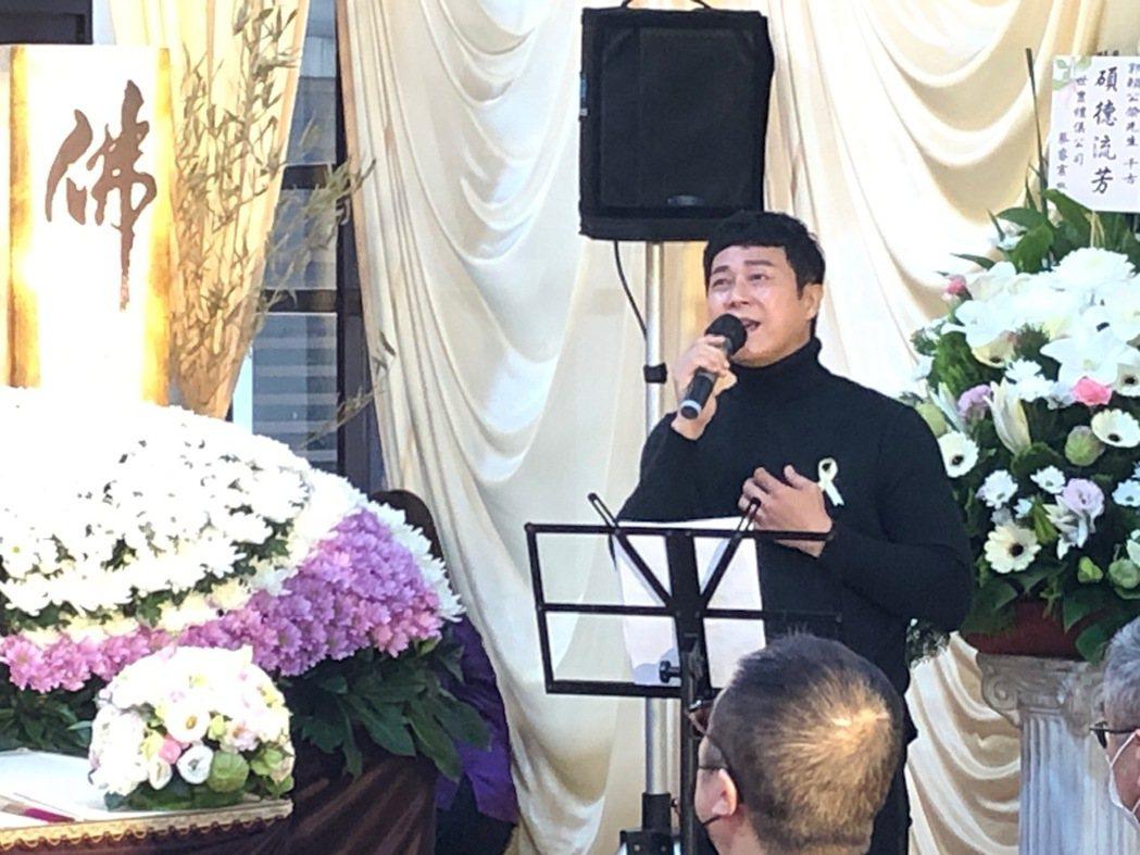 王燦在郭亞棠父親告別式獻唱。圖/民視提供