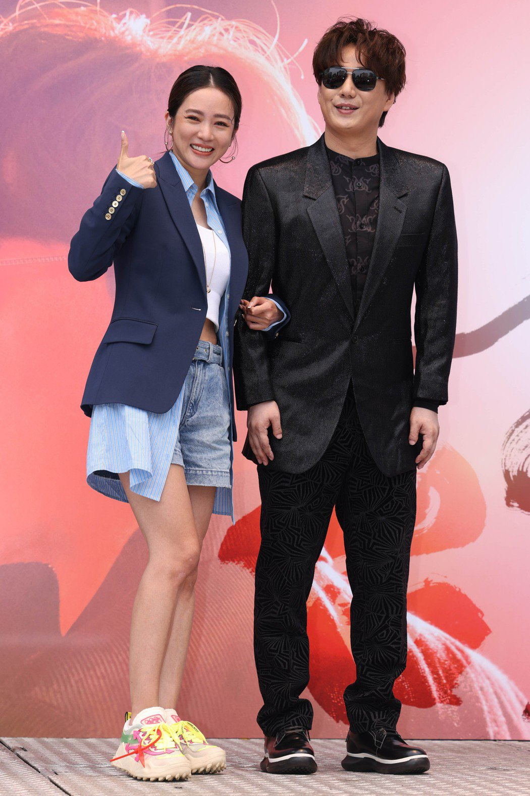 高宇蓁(左)祝賀蕭煌奇喊「懷孕」。記者沈昱嘉/攝影
