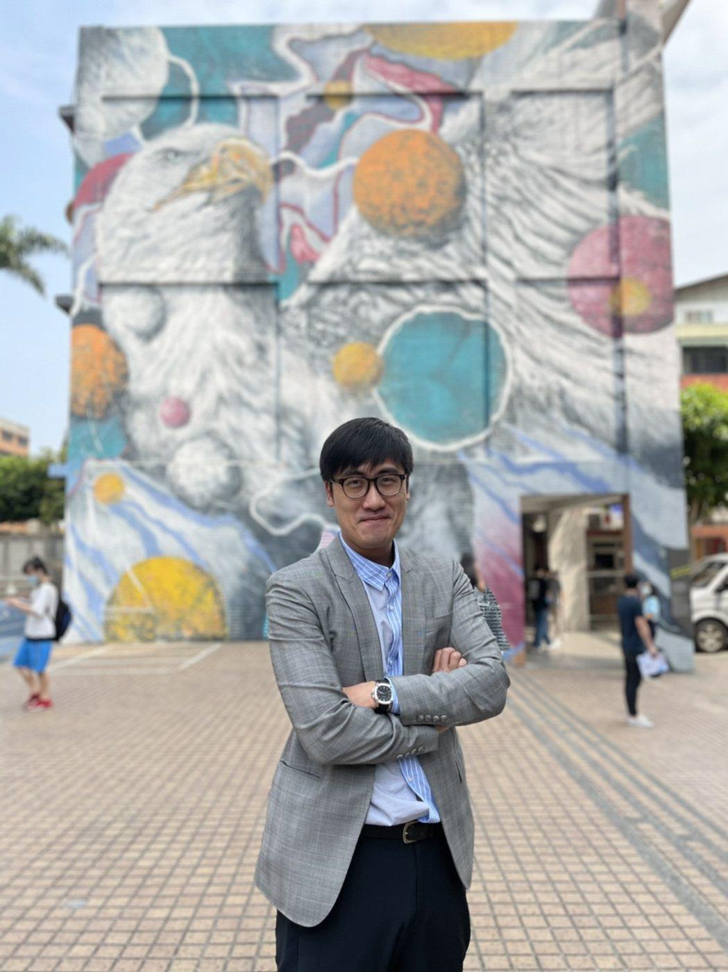台北海大國際暨校際合作事務處處長林威克本身也像明星,要栽培學生當「明星」。圖/台...
