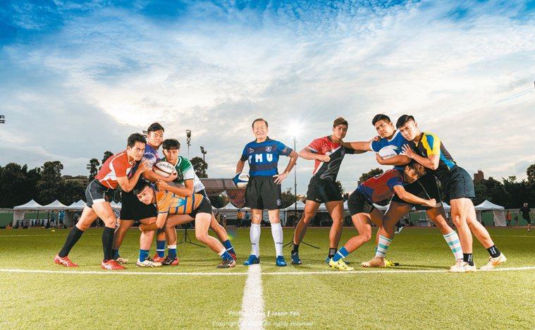 杜元坤(中)熱愛橄欖球,每月至少上球場廝殺三次。圖/杜元坤提供
