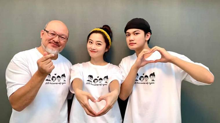 劉亮佐(左起)、趙小僑、劉子銓互動親密。圖/摘自臉書