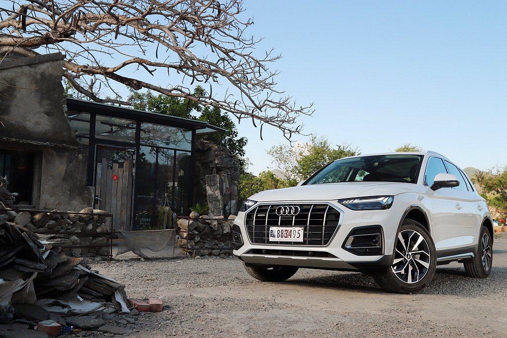 縱使第二代Audi Q5豐富的配備已經是絕佳賣點,但仍舊在小改款作業時導入更多新...