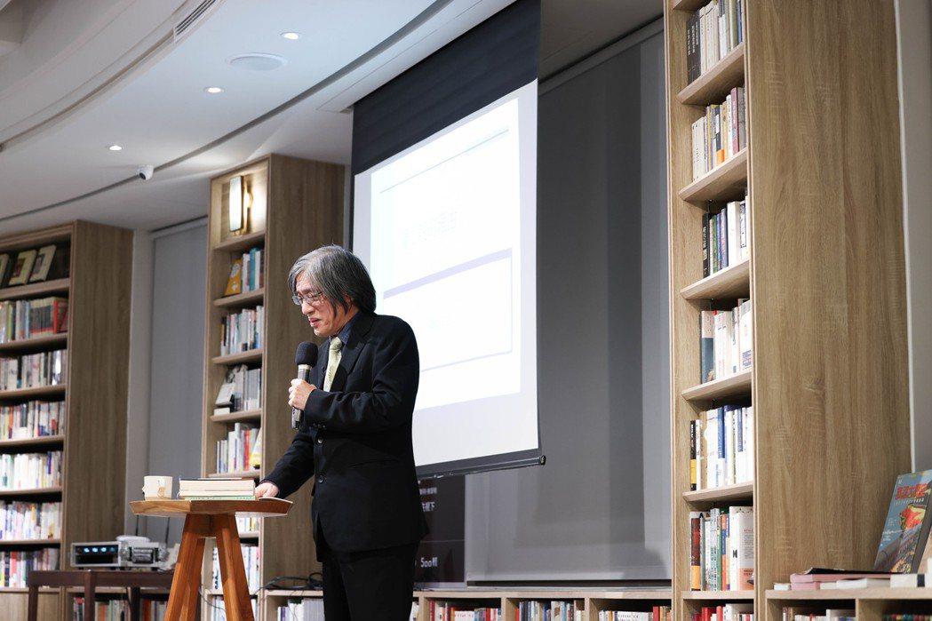 在台中中央書局舉辦的第二場「週三讀書會」,由詹宏志主講《科學怪人》。 圖/吳致碩...
