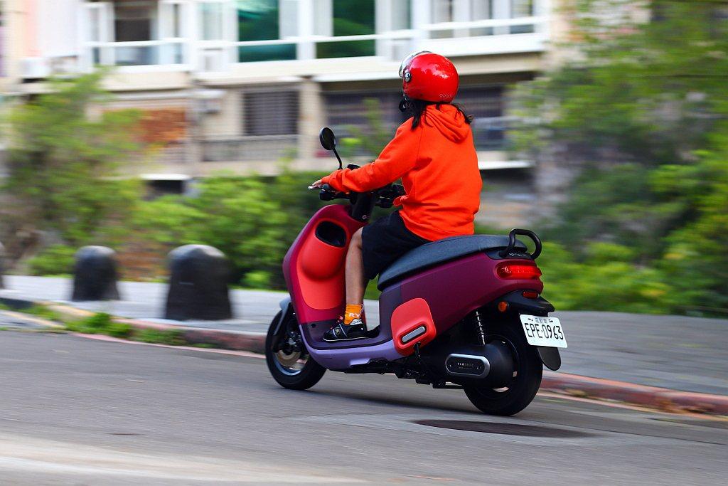 Gogoro VIVA MIX市區騎乘加速快、反應靈敏,G2.2L鋁合金水冷永磁...