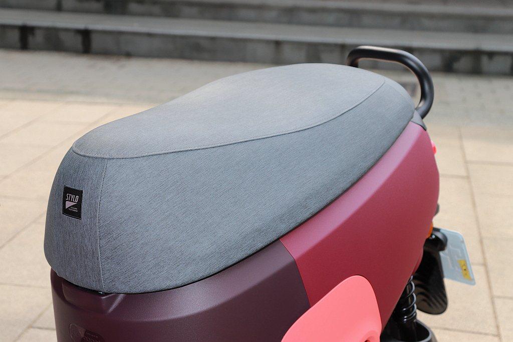 獨特的STYLO行動沙發座椅墊,不僅時尚且乘坐也更為舒適。 記者張振群/攝影