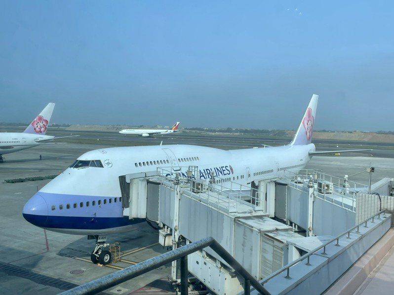 今天一日微旅行活動登場,由波音於2005年4月最後生產交付華航的編號B-18215航機執飛CI-2747航班,向永遠的空中女王告別致意。記者曹悅華/攝影