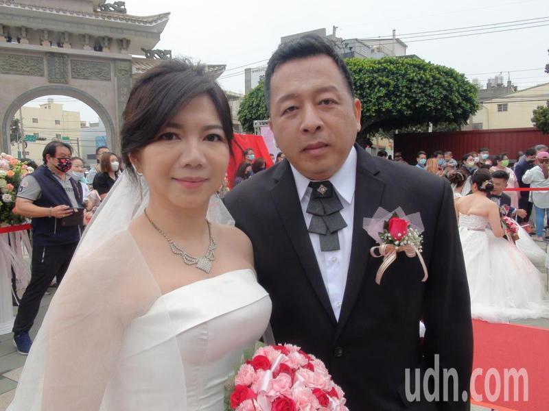 洪金標的三女兒黃秀芳與丈夫徐定鑫。記者余采瀅/攝影