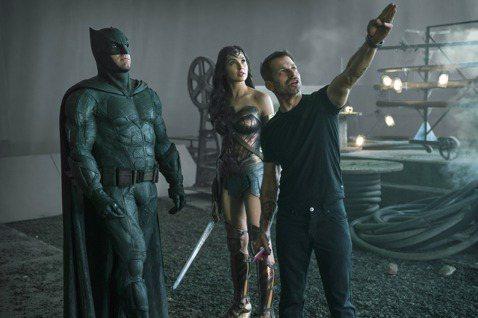 美國兩大超級英雄漫畫龍頭漫威、DC,過去不常發生新片對打的情況,本周卻分別推出粉絲期待已久的「獵鷹與酷寒戰士」和「查克史奈德之正義聯盟」,成為觀眾討論最熱烈的話題,雖都只在影音串流平台推出,聲勢卻凌...