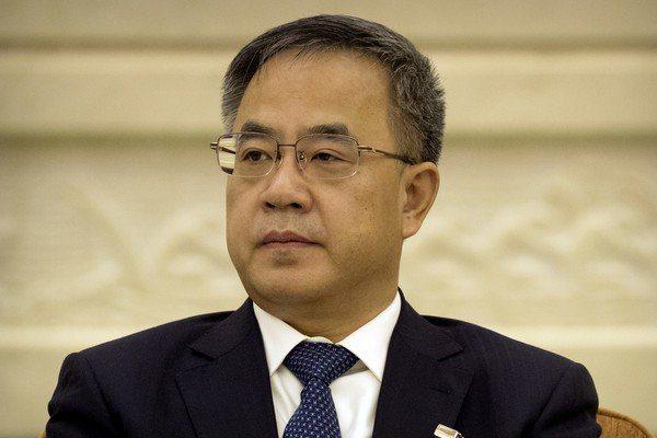 中共副總理胡春華(圖)近日在中共二十大接班布局中屢被點名,隨後中共中央紀委連串動作都針對胡春華相關人士,引來「圍烤」議論。美聯社