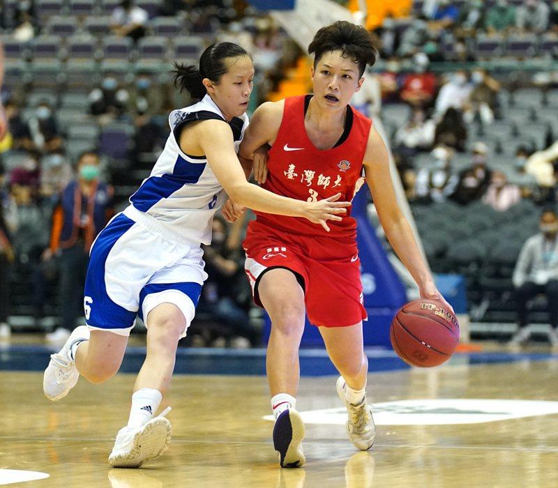 許庭瑜(右)拿下23分、8籃板,幫助台師大擊敗文化,挺進冠軍賽。圖/大專體育總會提供