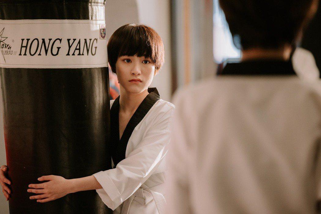 陳加恩在網劇「親愛的天王星」中飾演一名跆拳道社新社員,外表軟萌可愛的高中女生。圖...