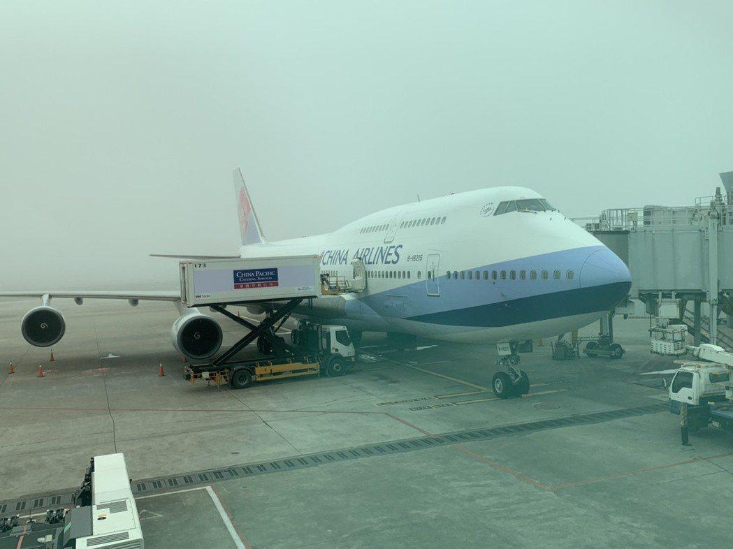 華航747-400客機「空中女王」即將陸續退役,限量最終載客飛行任務起航。  記...