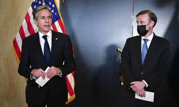 國務卿布林肯(左)和國家安全顧問蘇利文。(美聯社)