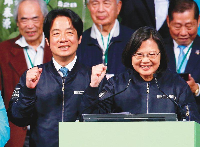 行政院長蘇貞昌明天早上將在台大醫院帶頭接種AZ疫苗,外界關心蔡英文總統(右)及副總統賴清德(左)是否比照辦理。圖/聯合報系資料照