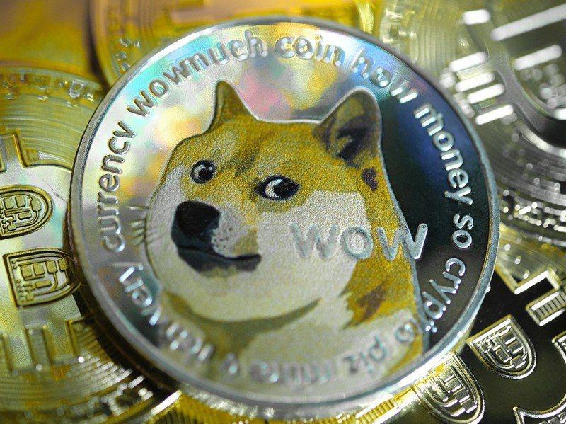 馬斯克推文稱加密貨幣狗狗幣是「未來的地球貨幣」,狗狗幣立刻大漲。圖/取自推特