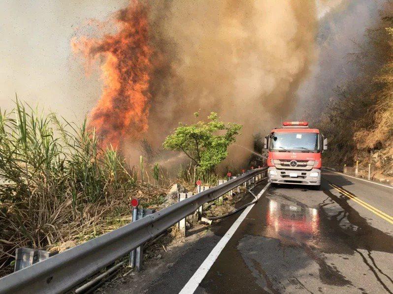 嘉義縣阿里山發生火災,學者發現,林務局對森林火災危險度的監測失靈,不排除人禍使然。記者魯永明/翻攝