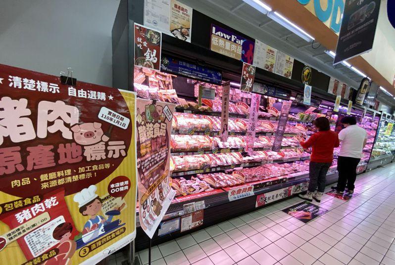 今年起萊豬開放進口,市面上中央、地方,甚至業者有各式各樣的豬肉標示,讓消費者眼花撩亂。圖/聯合報系資料照片