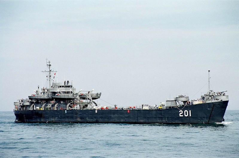 中海艦服役後期的照片:在中新計畫改良後,艦橋面積大幅擴充。圖/海軍檔案照
