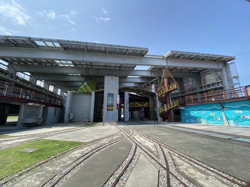 花蓮縣政府在12年前於市區興建陽光電城,卻無實質收益,如今看起來像是廢墟。記者王思慧/攝影