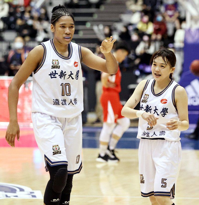 世新潔丹妮兒(左)和陳育緹裡外聯手。記者侯永全/攝影