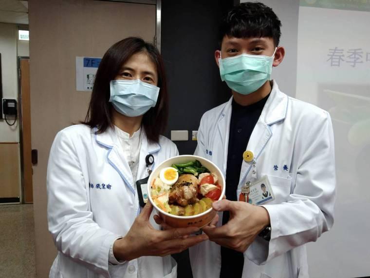 基隆醫院營養室介紹3種健康均衡減重方法,同時搭配推出低GI減重餐盒。記者邱瑞杰/...