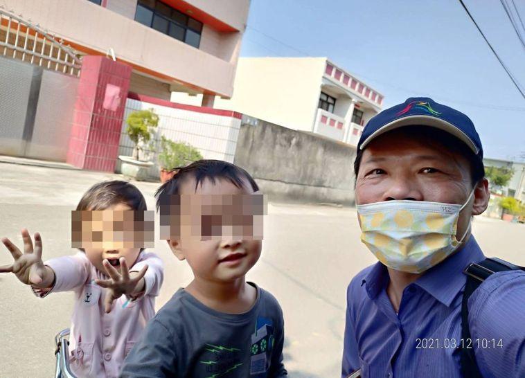 小兒科醫師林釗尚(右)分享發展遲緩兒治療經驗,家長在男童治療期間持正面態度,讓男...