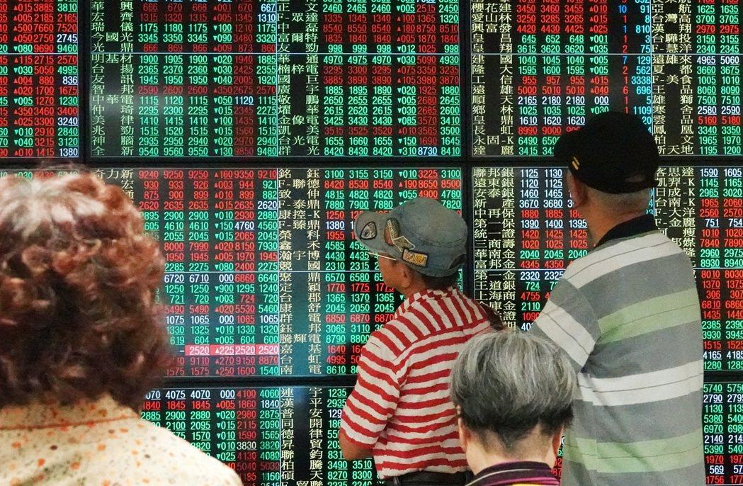 股市投資熱潮持續,合計投信發行的台股基金規模衝破7,000億元大關。(本報系資料...