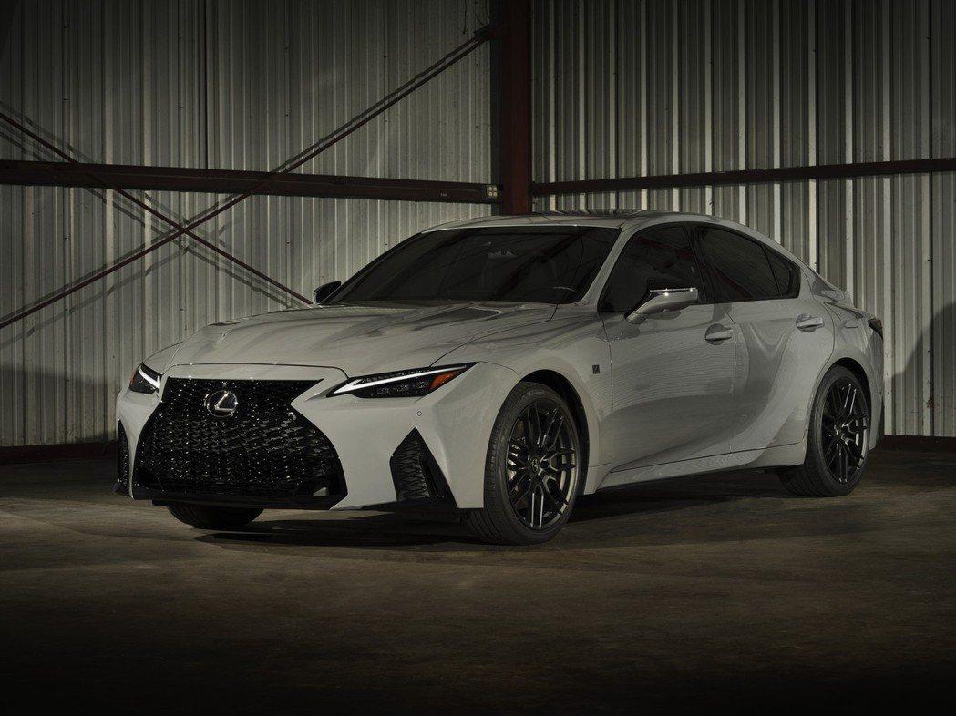 IS 500 Launch Edition有專屬的隱匿灰車色。 圖/Lexus提...