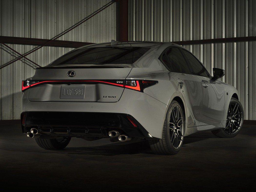 新車色讓IS 500 Launch Edition更具動感跑格。 圖/Lexus...