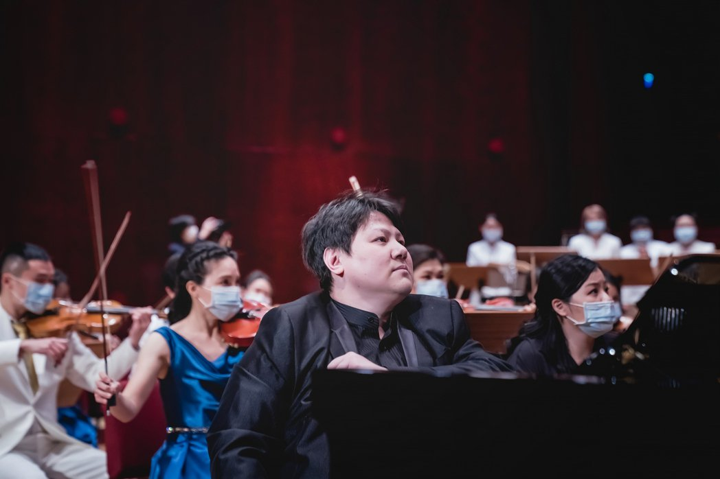 范姜毅鋼琴家演奏第九號交響曲《新世界》第四樂章和蓋希文《藍色狂想曲》。 CGM基...