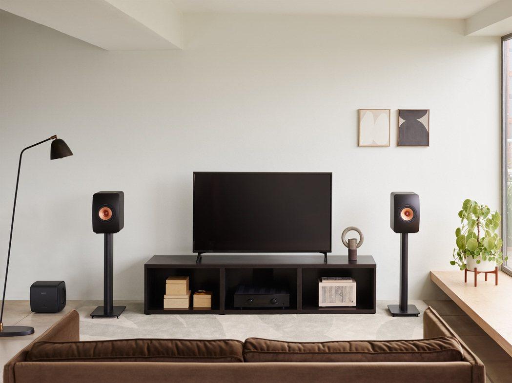 KEF領先業界首創Uni-Core™技術,以極小體積來極致低音聽覺震撼。 KEF...