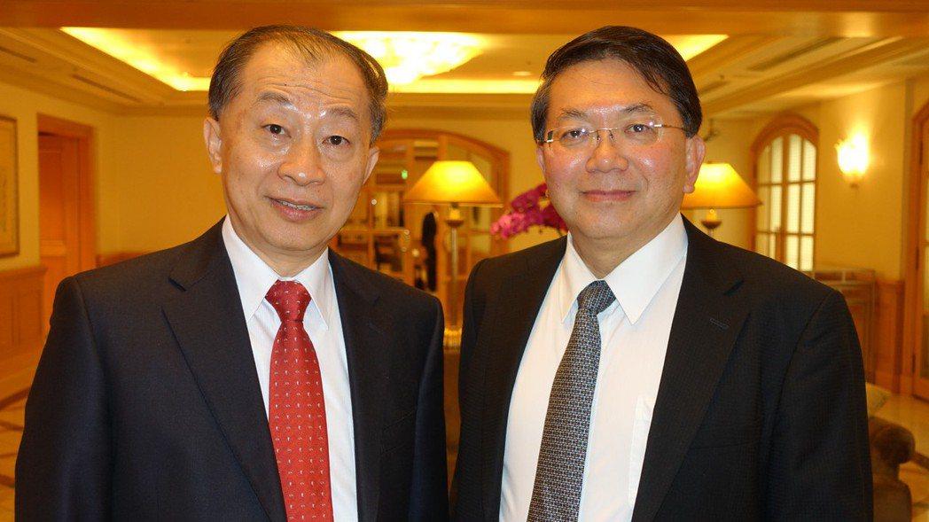 台康生技董事長李重和(左)與總經理劉理成(右)。 圖/報系資料照