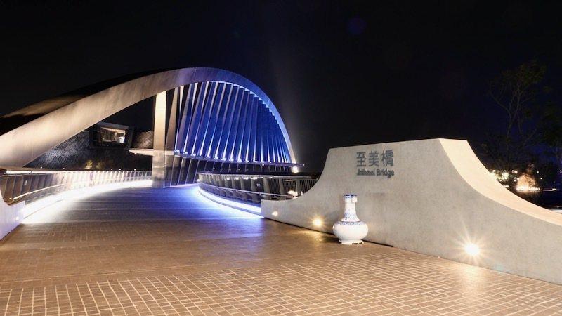 拱形柔美的至美橋