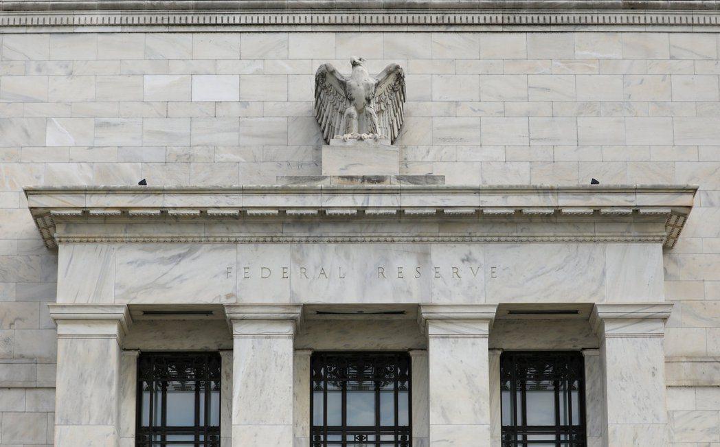 美國國會通過超越經濟所需要的龐大刺激計畫後,讓Fed卻深陷在自己之前所做的承諾之...