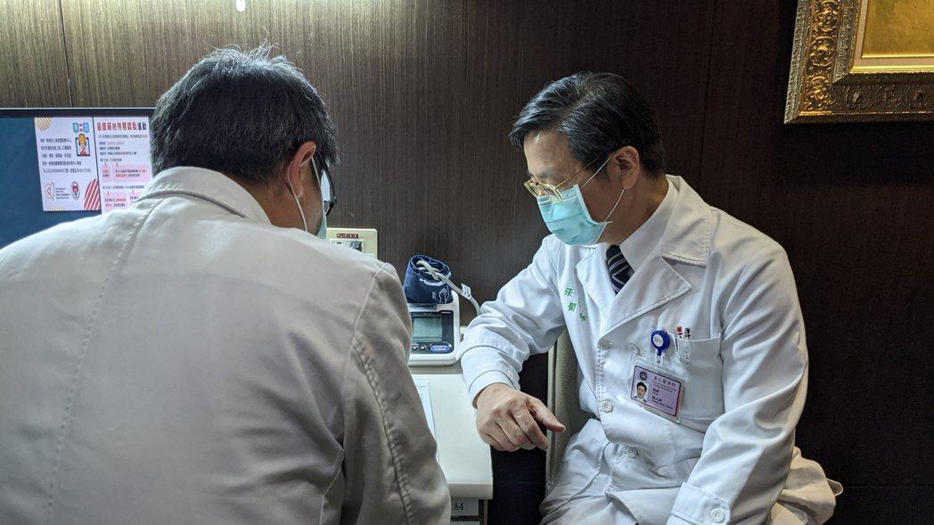 台灣大學副校長張上淳是「防疫五月天」當中,繼部長陳時中之後,第二個接種疫苗的專家...