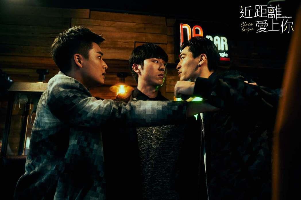 涂善存(右起)、林嘉威劇中發生爭執,安俊朋趕緊上前阻止。圖/LINE TV提供