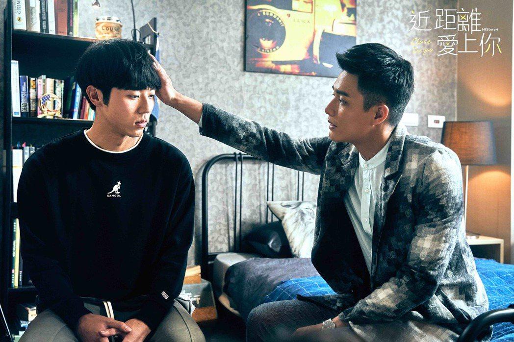 林嘉威(左)、安俊朋在「HIStory4-近距離愛上你」中飾演無血緣的繼兄弟。圖...
