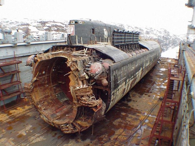 受重創的庫斯科號,艦首被炸出一道巨大裂痕,位置靠近魚雷艙,最後以20度垂直角沉到107公尺深的海床。圖/取自The National Interest