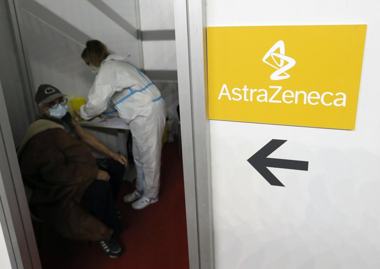 英國牛津大學與阿斯特捷利康合作研發的新冠AZ疫苗爭議不斷,儘管世界衛生組織和歐盟...