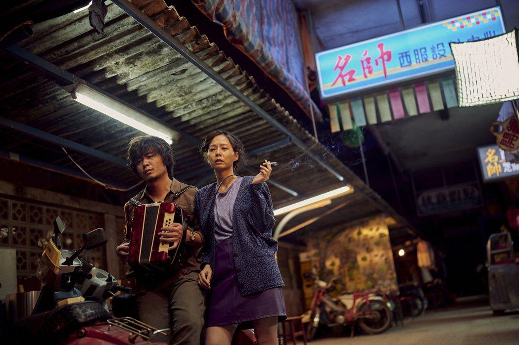 楊大正(左)、孫淑媚劇中為兒操碎心。圖/公視、myVideo提供
