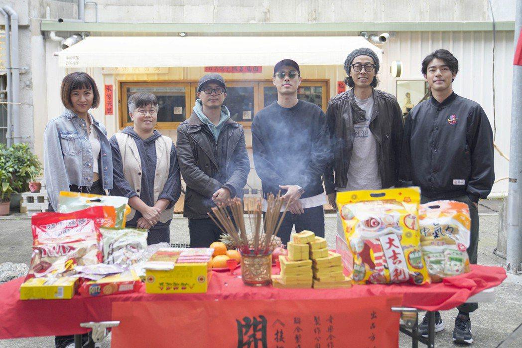 9m88(左起)、音樂導演黃婷、導演高炳權、楊祐寧、馬念先、陳昊森出席影集「接招