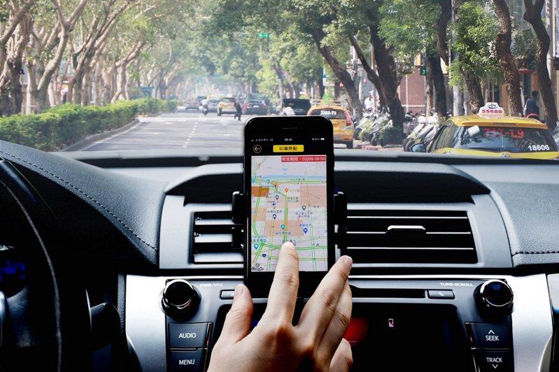 台灣大車隊運用乘車大數據全新打造AI技術預測叫車熱點服務,幫助司機即時、精準掌握客流所在。   圖/台灣大車隊提供
