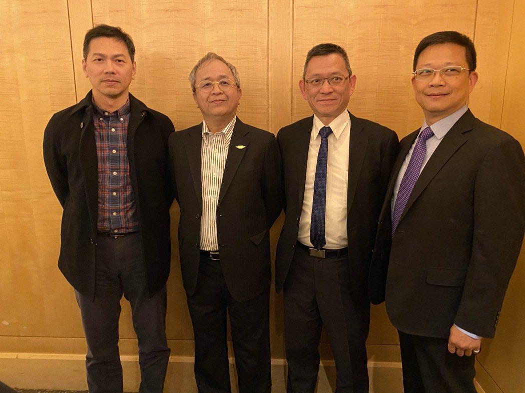 由左至右為飛捷共同總經理徐嘉宏、董事長林大成、共同總經理卓君弘及副總許芳誠。 記...