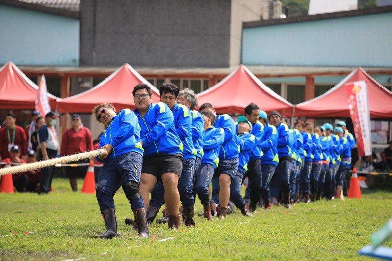 今年全國原住民族運動會,基隆市代表隊贏得男子傳統拔河、男女混合傳統拔河及女子組槌球5人賽3面金牌。圖/基市教育處提供