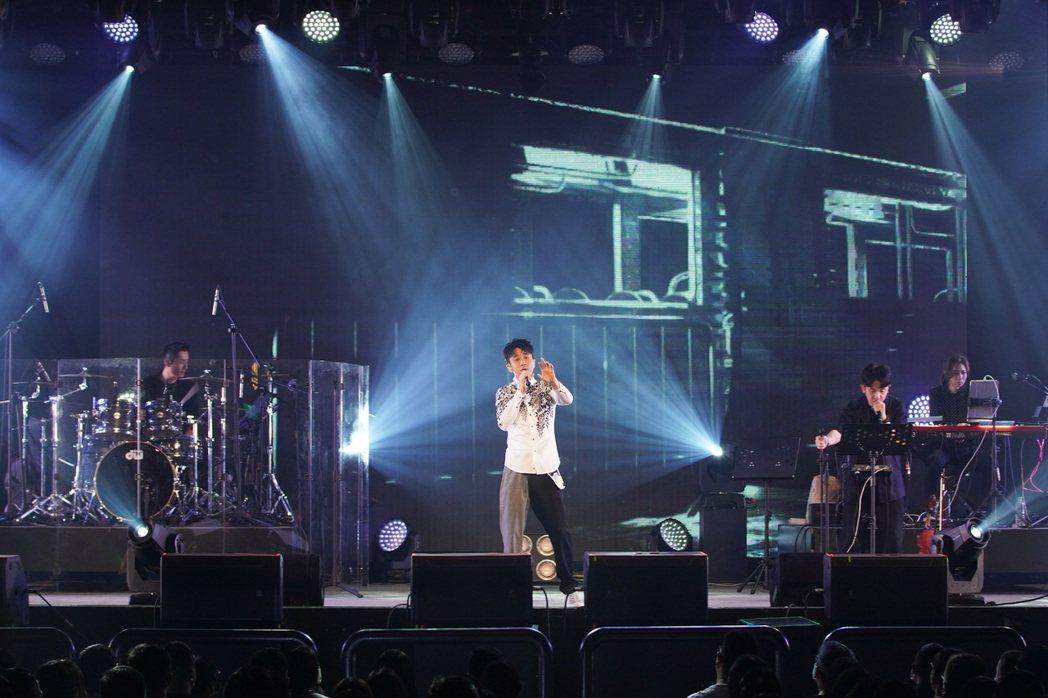 光良在「絕類」新歌首唱會帶來多首金曲。圖/星娛音樂提供